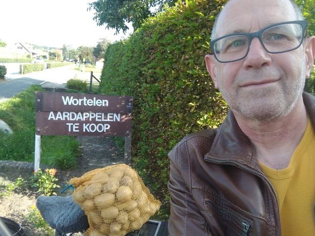 Dirk kocht patatjes bij Frans en An Volkaerts-Coeckelbergs