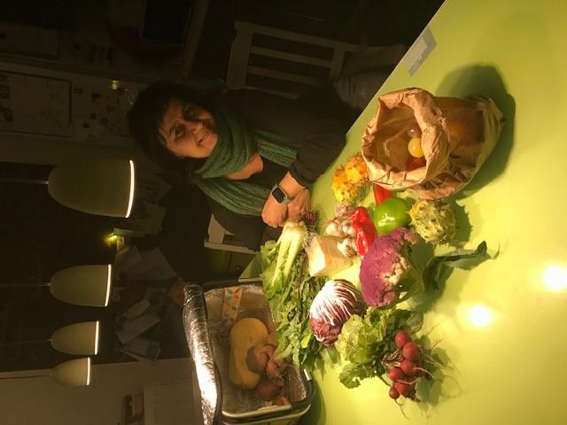Caroline kocht lekkere verse groenten bij Olé en Maaike en ons Onslogischvoedsel